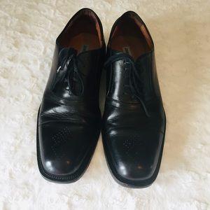 Johnston & Murphy Black Leather Oxfords. Size 12M